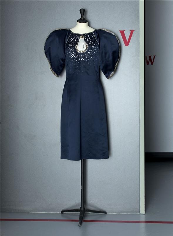 evening gown chlo by karl lagerfeld palais galliera mus e de la mode de la ville de paris. Black Bedroom Furniture Sets. Home Design Ideas