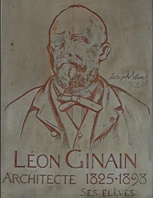 Plaque à l'effigie de Paul-René-Léon Ginain à l'entrée du musée - Photo : © Caroline Chenu / Galliera