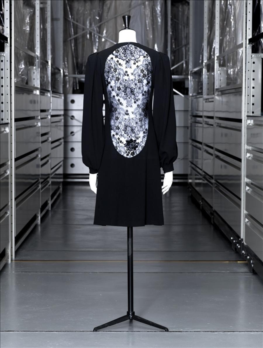 robe du soir courte yves saint laurent palais galliera mus e de la mode de la ville de paris. Black Bedroom Furniture Sets. Home Design Ideas