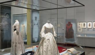 Roman d'une garde-robe, section 1 : les prémices. Photo : © Raphaël Chipault et Benjamin Soligny
