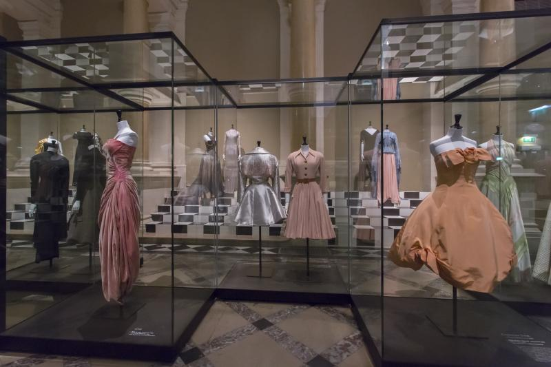 Paris haute couture palais galliera mus e de la mode for Chambre de la haute couture