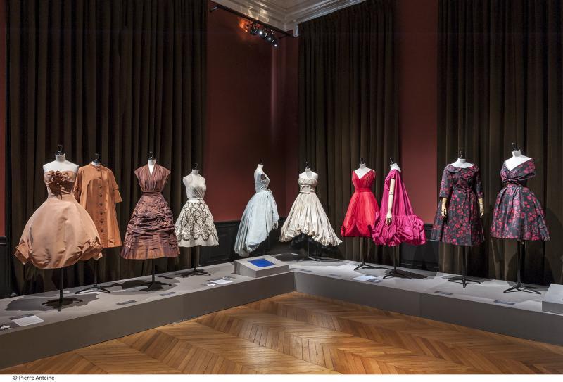 1cee8ba6d401c Les Années 50   Palais Galliera   Musée de la mode de la Ville de Paris