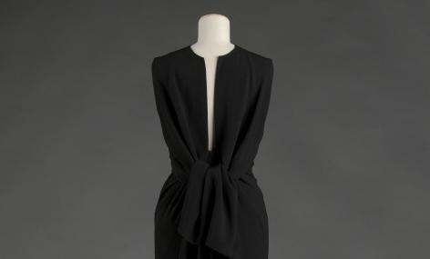 Balenciaga, Black crepe dress, 1964 (back view). Collection Palais Galliera - © E. Emo et A. Llaurency / Galliera / Roger-Viollet