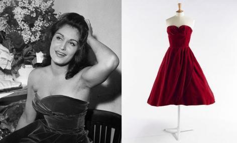 Dalida, Paris, Bobino, Octobre 1958. © Boris Lipnitzki / Roger-Viollet ; Jean Dessès, robe ayant appartenu à Dalida, 1958. © Julien Vidal / Galliera / Roger-Viollet