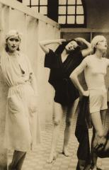 'Bathhouse, Vogue, New York, 1975' par Deborah Turbeville
