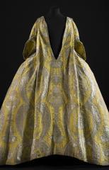 Robe volante, vers 1730. © Julien Vidal / Paris Musées, Palais Galliera