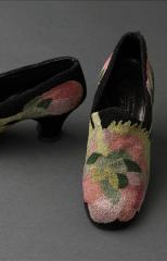'The Roses' pair of shoes, Perugia pour Paul Poiret © Stéphane Piera / Galliera / Roger-Viollet