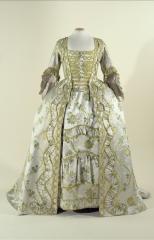 vue d'une robe à la Française