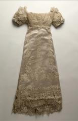 vue de la robe de mariée de la princesse d'Essling