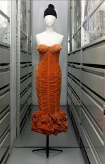 """vue de la robe """"Seins obus"""", Jean Paul Gaultier"""