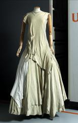 vue de la robe longue, Yohji Yamamoto