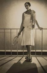 Robe de sport Lucien Lelong, modèle de face, par  Egidio Scaioni © Egidio Scaioni / Paris Musées, Palais Galliera