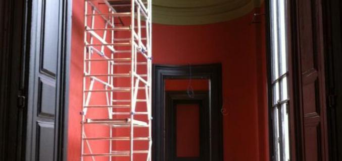 Les salles d'exposition ont été repeintes dans les teintes d'origine. Photo : © Caroline Chenu / Galliera