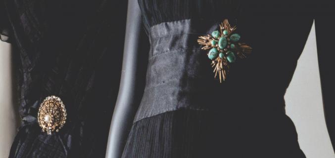 {Left} Dress, autumn-winter 1964-1965 Paris, Palais Galliera / {Right} Dress, spring-summer 1959 Patrimoine de CHANEL, Paris © Julien T. Hamon