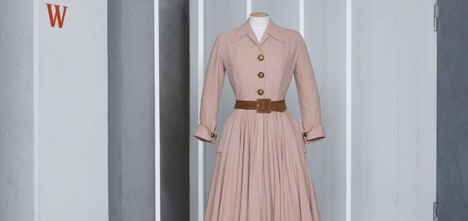 Christian Dior, robe « Bonbon », A/H 1947. Coll. Palais Galliera. Photo : © Grégoire Alexandre