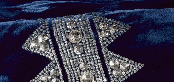 Jeanne Lanvin, robe du soir (détail), 1935-1936. Collection Palais Galliera. Photo : © R. Briant et L. Degrâces / Galliera / Roger-Viollet