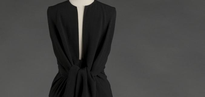 Balenciaga, Black crepe dress, 1964 (back view). Collection Palais Galliera - © E. Emo et A. Llaurency / Galliera / Roger-Viollet