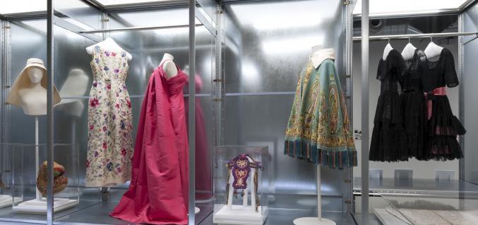 vue de l'exposition Cristóbal Balenciaga, collectionneur de modes