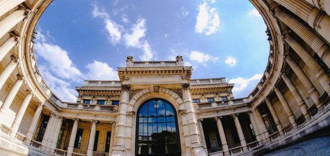 La cour et le péristyle du musée - Photo : © Caroline Chenu / Galliera