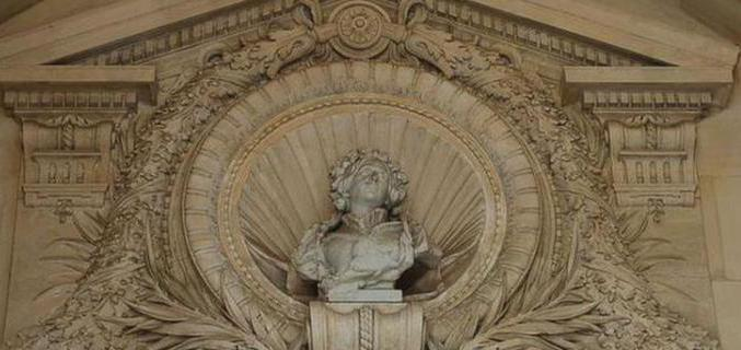 Buste de la duchesse de Galliera dans le hall d'entrée du musée - Photo : © Alexandre Samson / Galliera