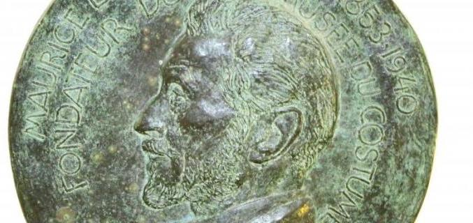 Maurice Leloir, médaille dans la salle de lecture de la bibliothèque du Palais Galliera - Photo : © Caroline Chenu / Galliera