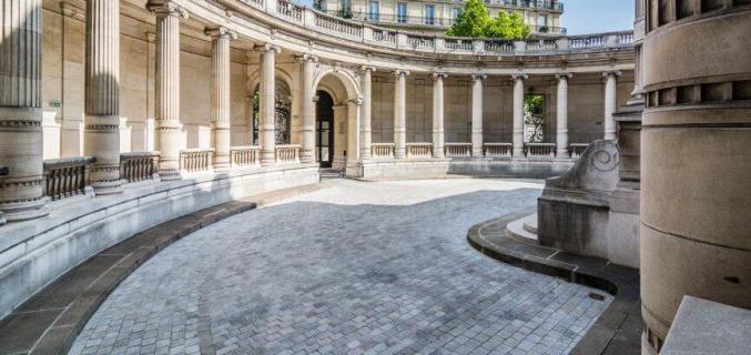 Cour et péristyle du musée - Photo : © Caroline Chenu / Galliera