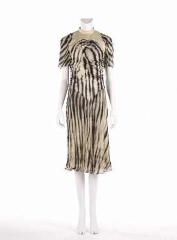 Short dress, Martine Sitbon © Françoise Cochennec / Galliera / Roger-Viollet