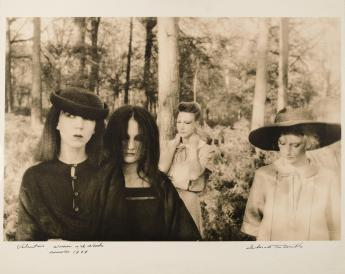 'Valentino : Women in the Woods, November 1977' par Deborah Turbeville © Deborah Turbeville