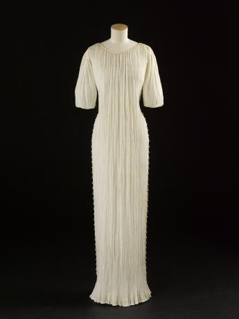 """""""Delphos"""" gown, Mariano Fortuny  © Françoise Cochennec / Paris Musées, Palais Galliera"""