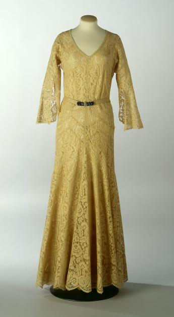 Evening gown, Chanel © R. Briant et L. Degrâces / Galliera / Roger-Viollet