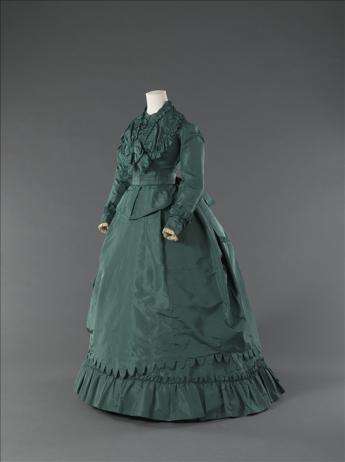 View of the day dress of the Maison Worth