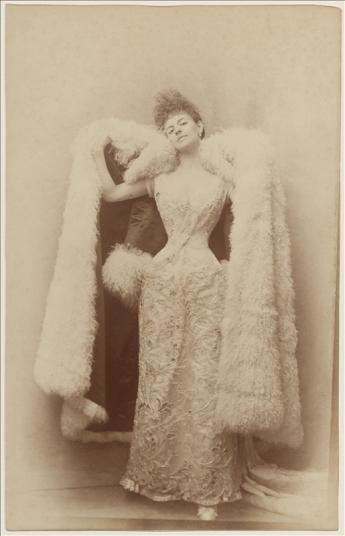 vue de la contesse Greffulhe en robe de bal