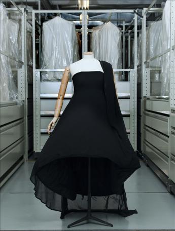Evening dress, Comme des Garçons © Eric Emo / Galliera / Roger-Viollet