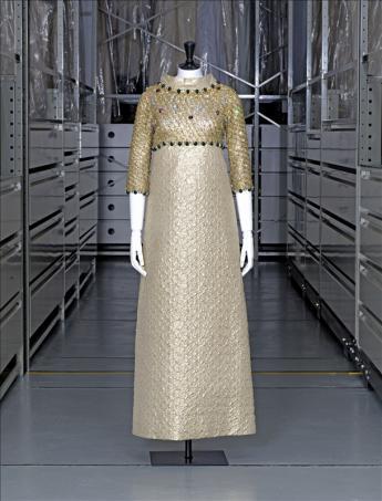 vue de la robe du soir, Yves Saint Laurent