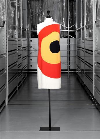 """vue de la robe """"cible"""" de Pierre Cardin"""