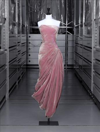 vue de la robe du soir, Grès