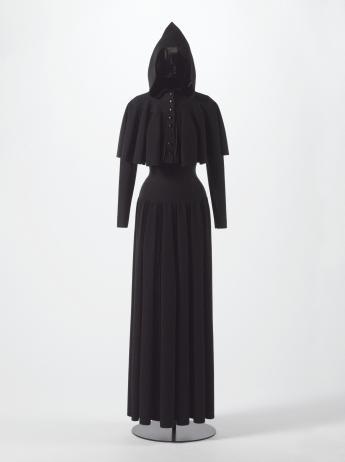 Dress and pelerine, Alaïa  © Stéphane Piera / Galliera / Roger-Viollet