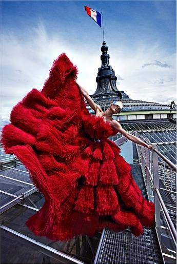 """Aymeline Valade au Grand Palais"", par Mario Sorrenti. © Mario Sorrenti"