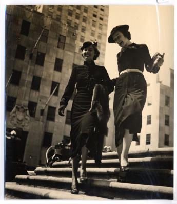 """""""Ensembles Chanel, chapeaux Henri Bendel, New York"""", par Jean Moral © Jean Moral / Paris Musées, Palais Galliera"""