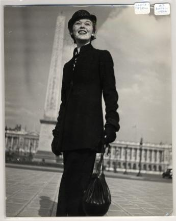 """""""Schiaparelli ensemble, Place de la Concorde, Paris"""", by Jean Moral © Jean Moral / Paris Musées, Palais Galliera"""