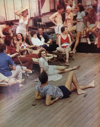Scene at the pool, by Egidio Scaioni © Egidio Scaioni / Paris Musées, Palais Galliera