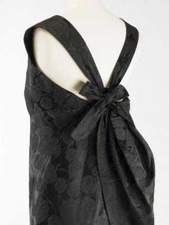 Cocktail dress, Balenciaga, haute couture 1960. © Julien Vidal/Galliera/Roger-Viollet