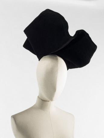 Chapeau, Balenciaga, vers 1938. © Julien Vidal / Paris Musées, Palais Galliera