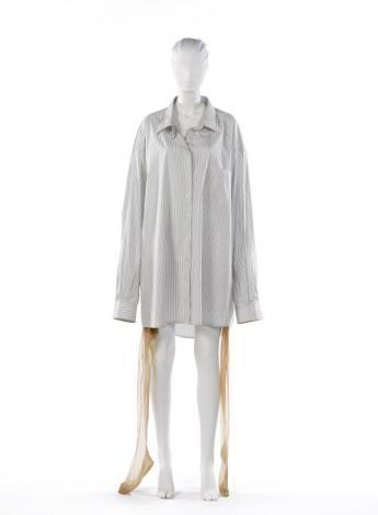 """Oversize"" shirt, Martin Margiela © Françoise Cochennec / Galliera / Roger-Viollet"