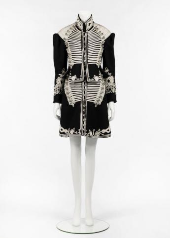 Coat dress, Burberry  © Françoise Cochennec / Galliera / Roger-Viollet
